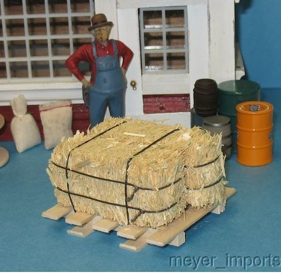 G Scale Pallet w/ Large Bales of Hay - 101-0014