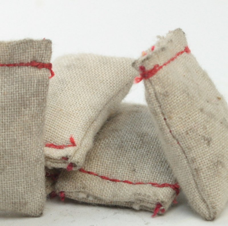 Dirty - Used Burlap Sacks O/G Scale - 101-0850