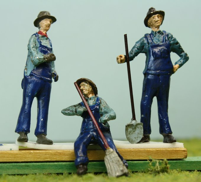 . Old Time Men Working - O Scale - Set of Four! - 102-5086