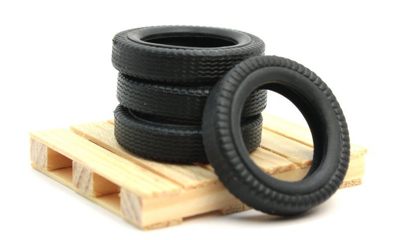 Tires & Pallet - Construction Layout - G Scale - 106-17014
