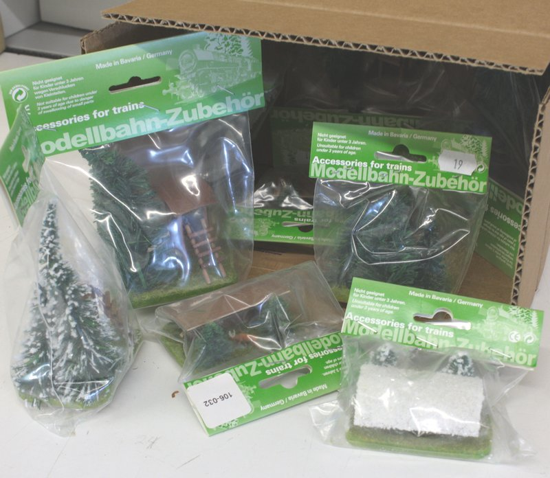 HO Scenery - 6 Piece Mixed Set - German Import - 106-3702