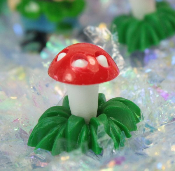 Small Mushrooms In Grass - Set of 4  - 203-3-2503