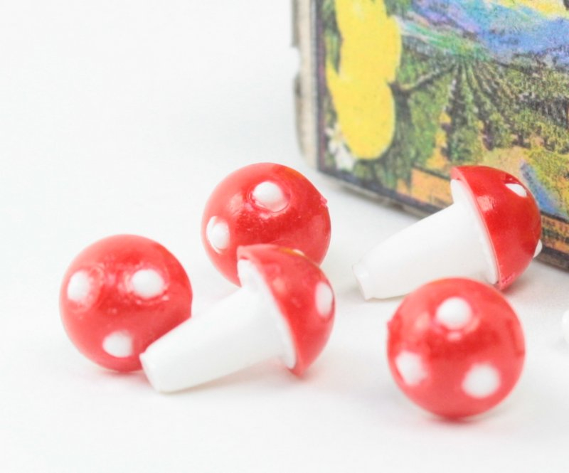 Red - Little Plastic - Mushrooms, Single with base - Set of 10