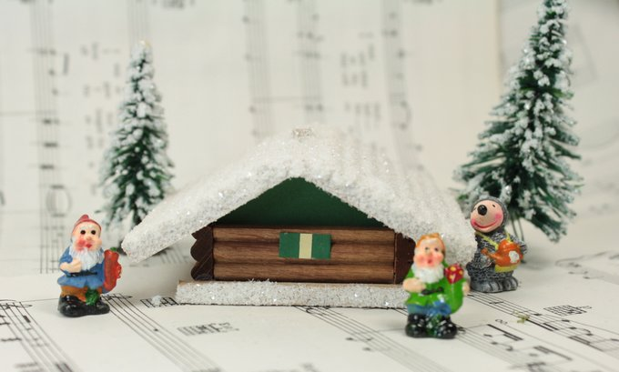 Snowy Wooden Chalet With Snowy Hedge- 106-037A