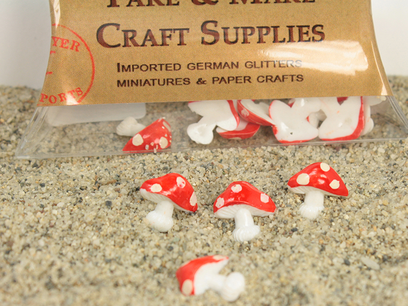Red - Vintage Mushrooms - Flatbacks German Imports - IV3-2438