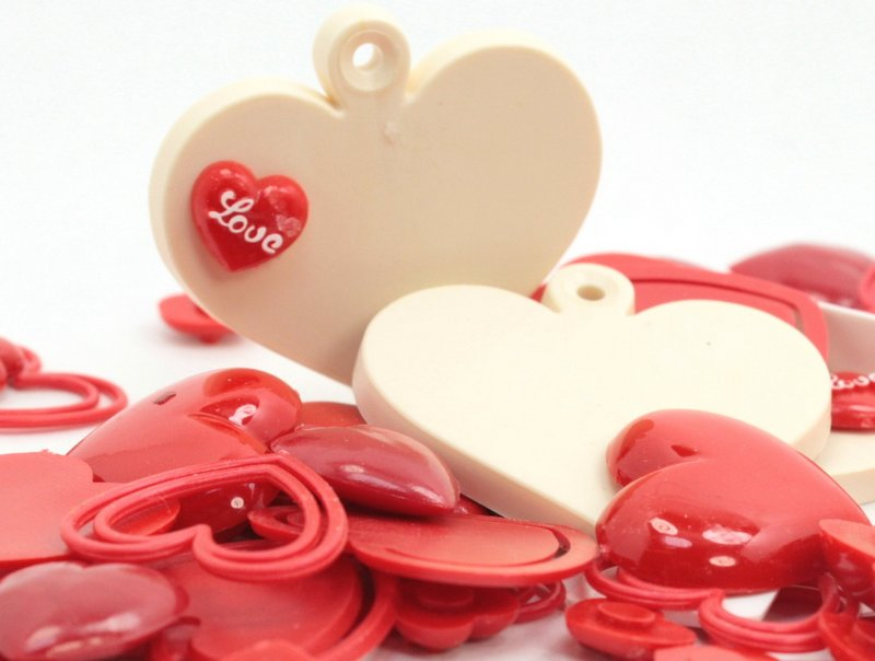 Whole Lot of Hearts! Over 100 pieces - IV3-2578