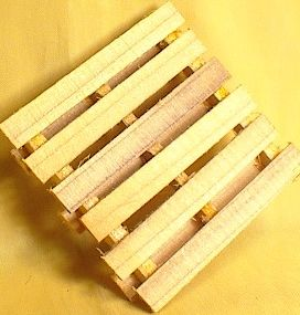 Cargo-To-Go: G Scale Freight Pallets - Station Detail - 101-0815