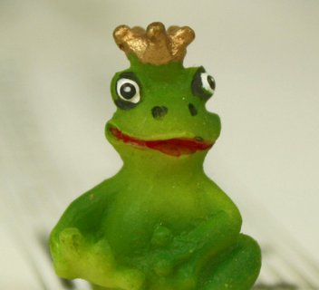 "1"" Mini Royal Frogs - Set of Three! #804-0088"